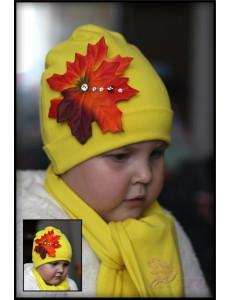 Комплект для девочек желтого цвета с кленовым листочком (шапка и шарф)
